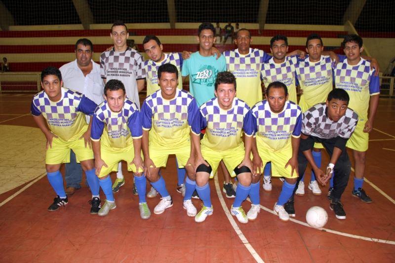A equipe SINDICATO/Prefeitura, vice-campeã do Campeonato Municipal de Futsal de Férias, precisa da vitória para avançar às semifinais do Campeonato