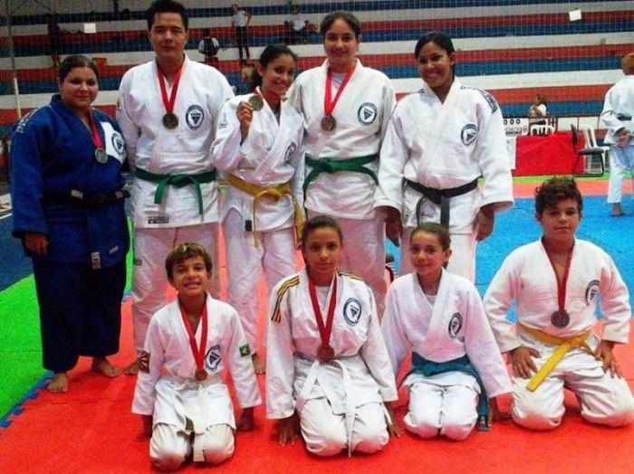 Equipe de Judocas de Pereira Barreto em competição na cidade de Penápolis