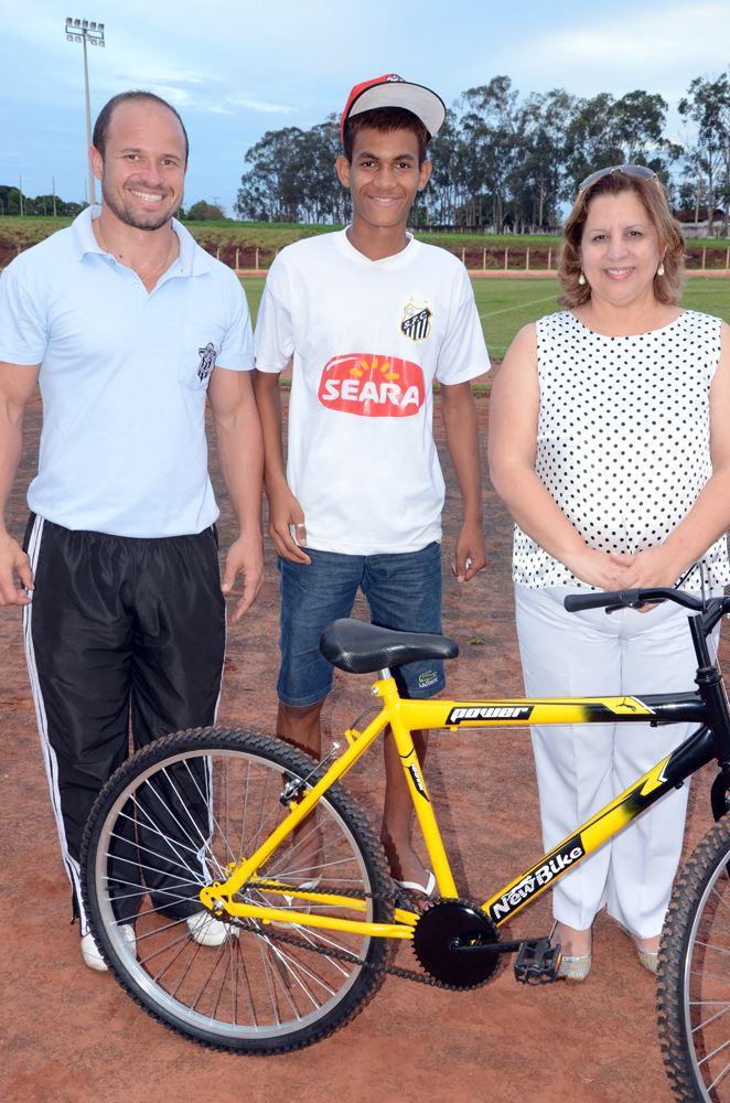 Lander Lucas foi o ganhador de uma bicicleta