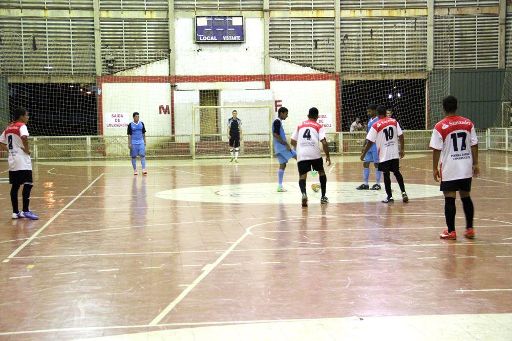 Lance da terceira rodada do Campeonato de Futsal de Férias