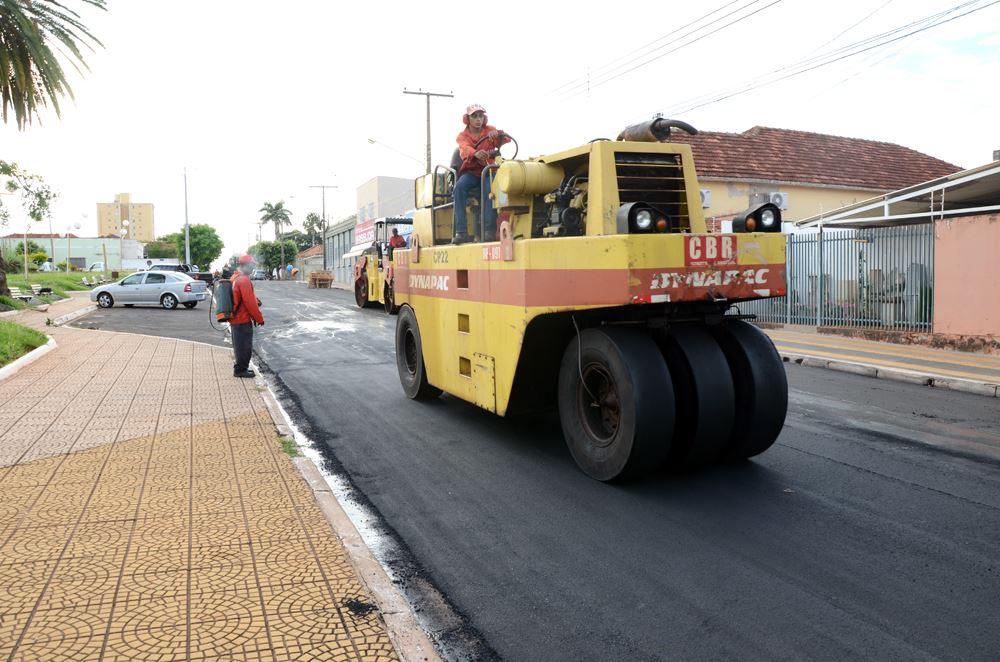 Recape na Rua Fauzi Kassin entre as ruas Conselheiro Rui Barbosa e Nair Teixeira da Cruz