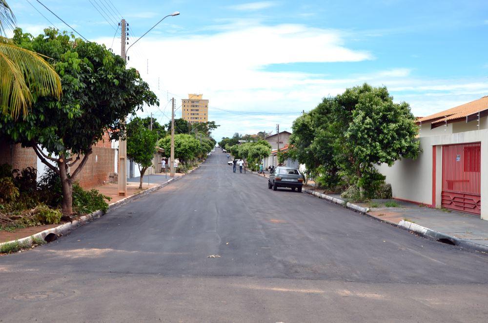 Rua Rodrigues Alves recapeada entre a Avenida Brasil e a Rua Auto Leite