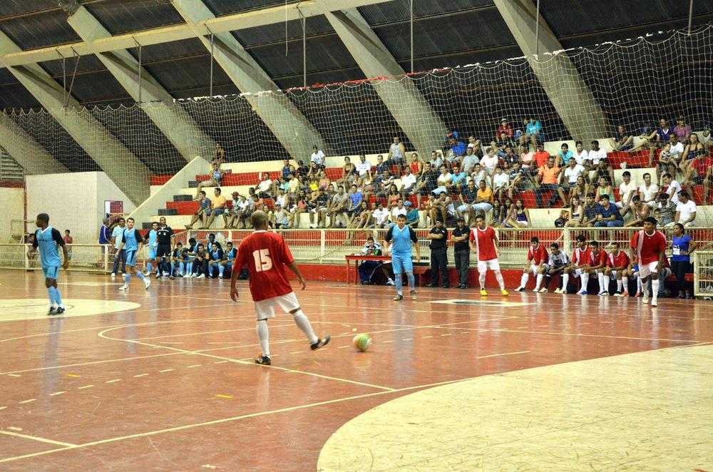Lance do jogo entre Porto e Bohemios
