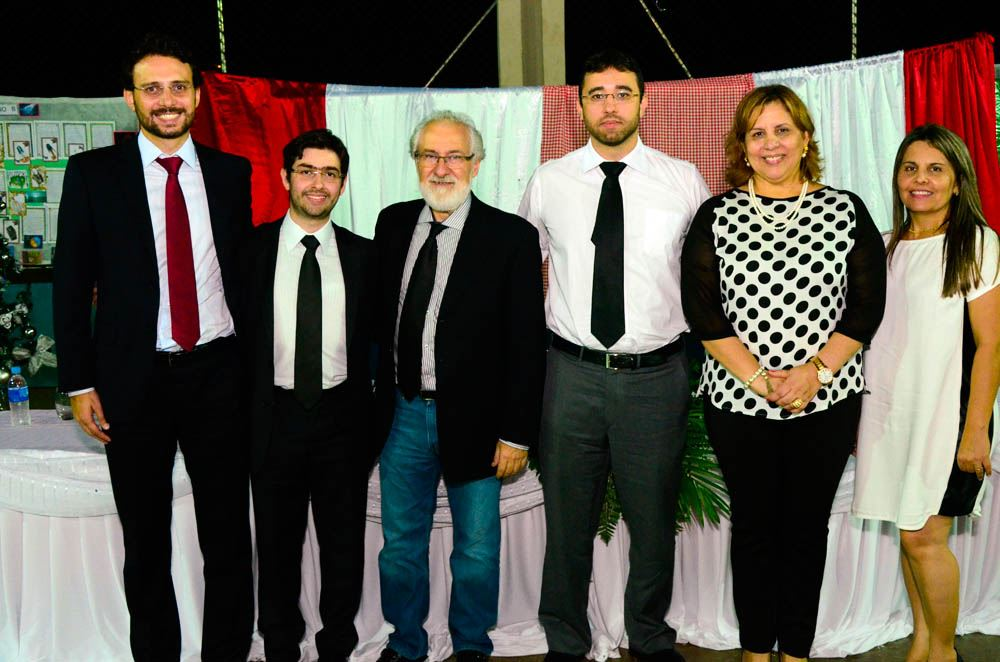 Da esq. para a dir: o Juiz Ricardo Cunha, o promotor Robson Alves, o Profº Nino Paixão, o promotor Rafael Viana, a Secretária de Educação, Marialba Carneiro e Diretora da EMEB, Silmara Muniz